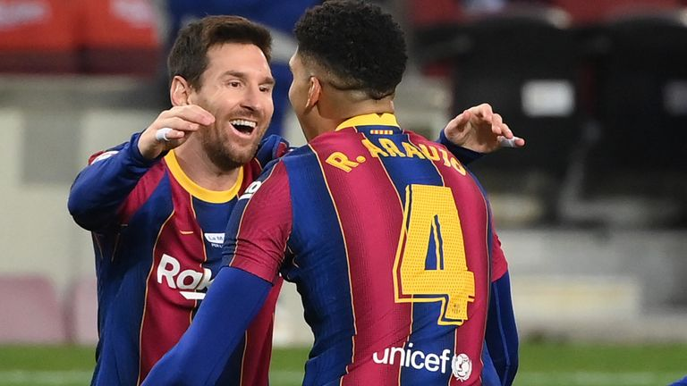 Lionel Messi equals Pele's 643 goals record for a single club